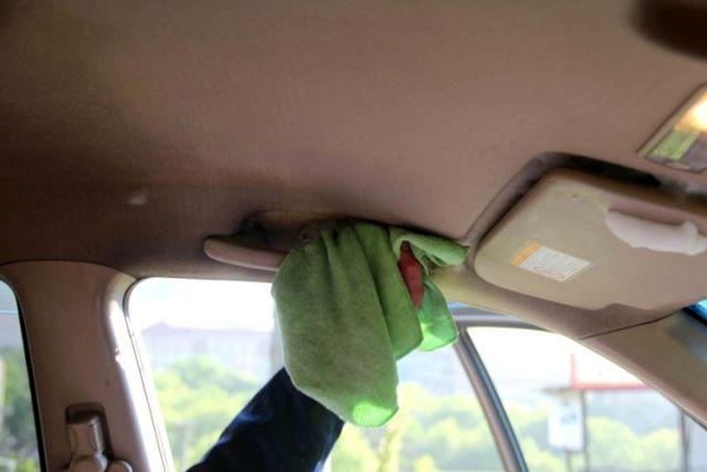 Как самостоятельно с легкостью отмыть потолок в автомобиле?