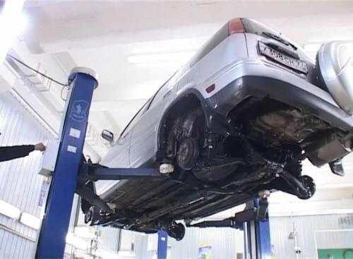 Чем лучше обработать днище автомобиля?