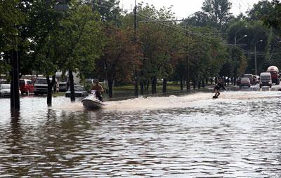 На водном мотоцикле по улицам города